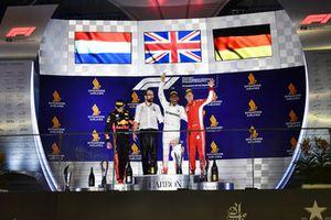 Max Verstappen, Red Bull Racing, Lewis Hamilton, Mercedes AMG F1 e Sebastian Vettel, Ferrari, festeggiano sul podio