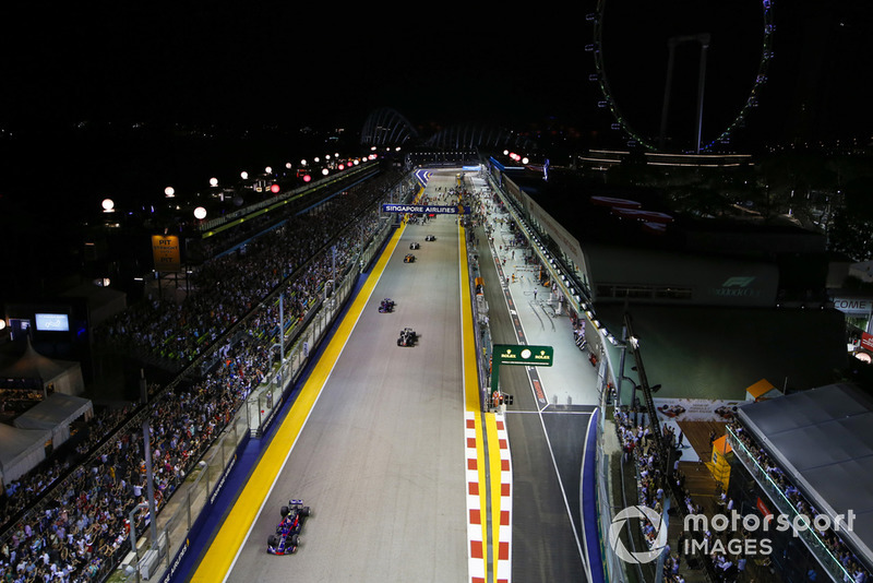 Pierre Gasly, Scuderia Toro Rosso STR13, precede Kevin Magnussen, Haas F1 Team VF-18, Brendon Hartley, Toro Rosso STR13, e Stoffel Vandoorne, McLaren MCL33