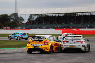 Tom Chilton, Motorbase Performance Ford Focus and Rob Austin, HMS Racing Alfa Romeo Giulietta
