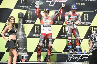 Podio: ganador de la carrera Andrea Dovizioso, equipo Ducati, segundo lugar Jorge Lorenzo, equipo Ducati