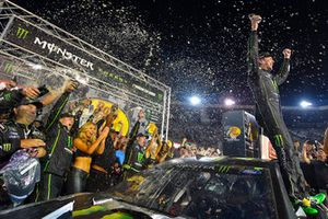 Kurt Busch, Stewart-Haas Racing, Ford Fusion Monster Energy / Haas Automation, celebra