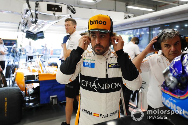 Fernando Alonso, McLaren MCL33, prepares for FP1