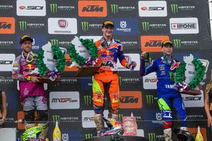 Tweede plaats Tony Cairoli, Red Bull KTM Factory Racing, Winnaar Jeffrey Herlings, Red Bull KTM Factory Racing, derde plaats Romain Febvre, Monster Energy Yamaha