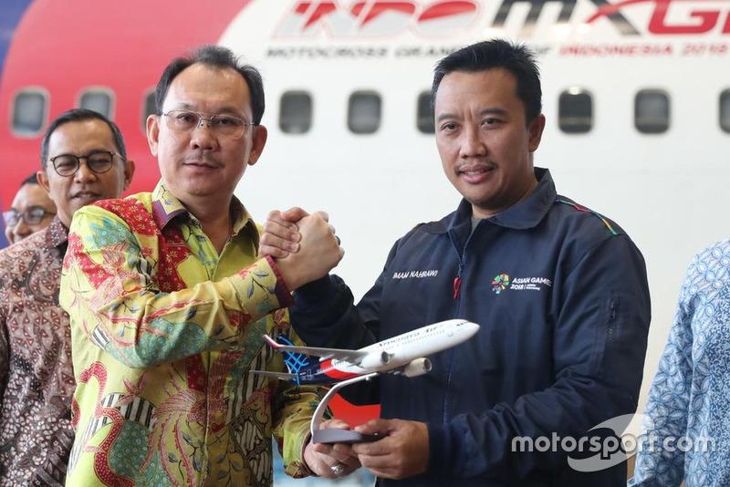 Menteri Pemuda dan Olahraga (Menpora) Republik Indonesia Imam Nahrawi dan President & CEO Sriwijaya Air Chandra Lie