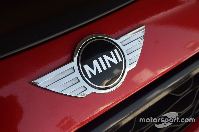 Mini John Cooper Works Lite, Mini Italia, dettaglio del logo Mini