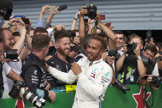 Lewis Hamilton, Mercedes AMG F1, celebrates with his team in parc ferme