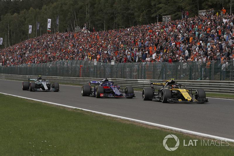 Carlos Sainz Jr., Renault Sport F1 Team R.S. 18, Brendon Hartley, Scuderia Toro Rosso STR13 y Valtteri Bottas, Mercedes AMG F1 W09
