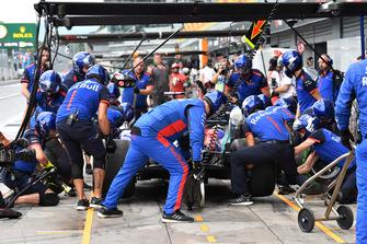 Brendon Hartley, Scuderia Toro Rosso STR13 aux stands