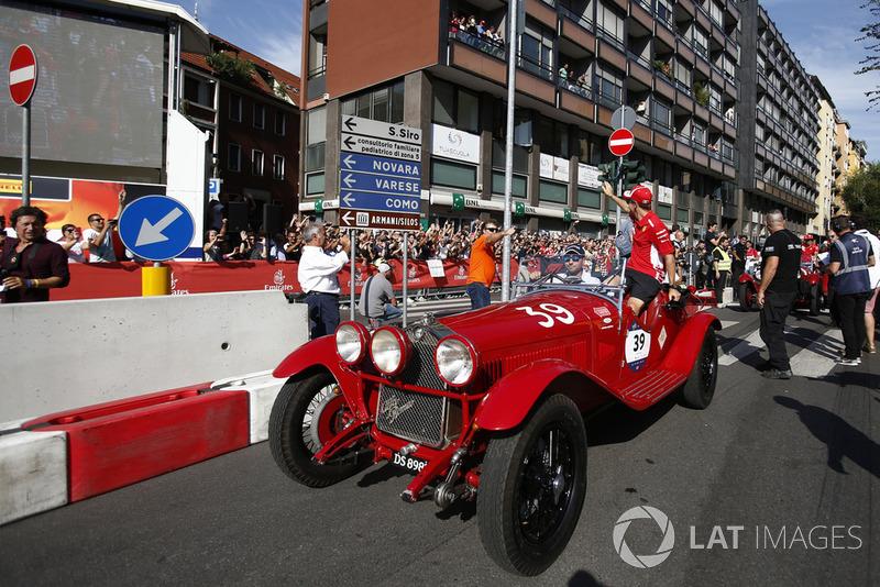 Sebastian Vettel, Ferrari en un coche antiguo
