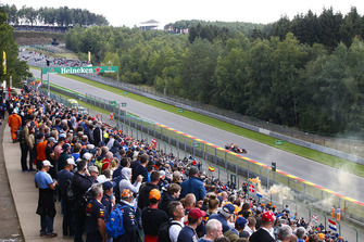 Max Verstappen, Red Bull Racing RB14, passes a bank of spectators