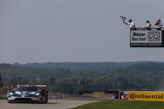 #67 Chip Ganassi Racing Ford GT, GTLM - Ryan Briscoe, Richard Westbrook, Checker Flag