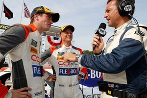 #54 CORE autosport ORECA LMP2, P - Jon Bennett, Colin Braun, podium, fox