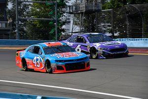 Darrell Wallace Jr., Richard Petty Motorsports, Chevrolet Camaro Medallion Bank / Petty's Garage and Matt Kenseth, Roush Fenway Racing, Ford Fusion NESN