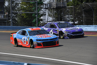 Darrell Wallace Jr., Richard Petty Motorsports, Chevrolet Camaro Medallion Bank / Petty's Garage and Matt Kenseth, Roush Fenway Racing, Ford Fusion NESN