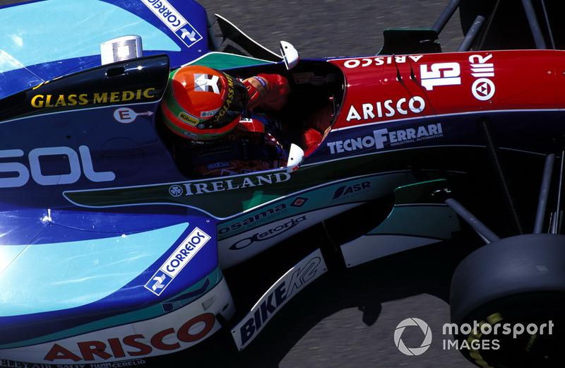 Eddie Irvine, Jordan 1994 (detalhe para as listras do capacete)