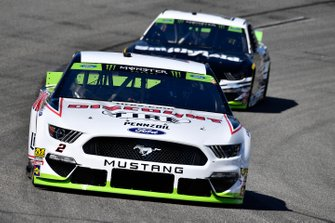 Brad Keselowski, Team Penske, Ford Mustang Discount Tire and Aric Almirola, Stewart-Haas Racing, Ford Mustang Smithfield