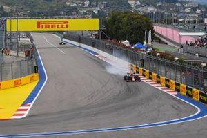 Alex Albon, Red Bull RB15, locks his brakes