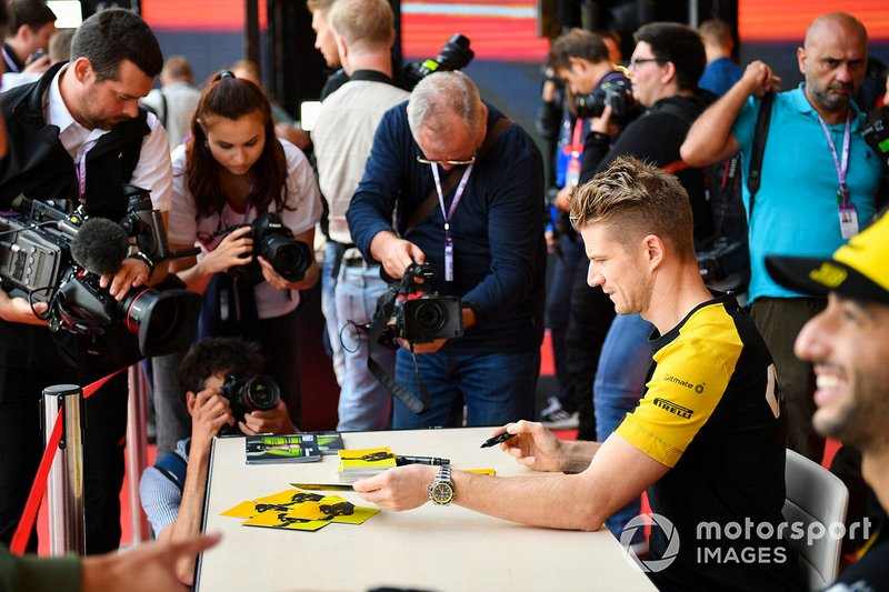 Nico Hulkenberg, Renault F1 Team, incontra i fan