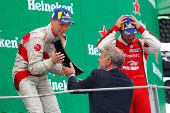 Podium: Race winner Larry ten Voorde, MRS GT-Racing