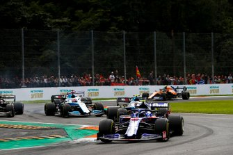 Pierre Gasly, Toro Rosso STR14, precede Robert Kubica, Williams FW42, George Russell, Williams Racing FW42, e Romain Grosjean, Haas F1 Team VF-19
