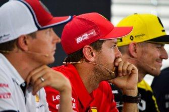 Sebastian Vettel, Ferrari, Nico Hulkenberg, Renault F1 Team y Kimi Raikkonen, Alfa Romeo Racing en la conferencia de prensa