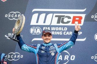 Podio: Il vincitore Norbert Michelisz, BRC Hyundai N Squadra Corse Hyundai i30 N TCR