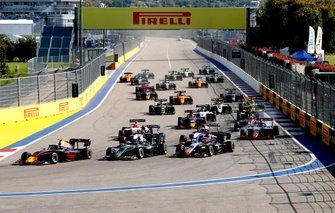 Juri Vips, Hitech Grand Prix, Jake Hughes, HWA RACELAB and Leonardo Pulcini, Hitech Grand Prix lead the start of the race