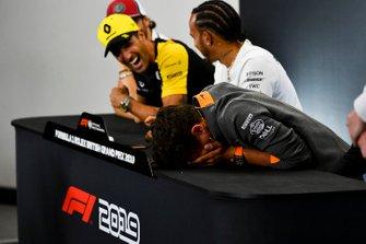 Daniel Ricciardo, Renault F1 Team and Lando Norris, McLaren laughing in the Press Conference