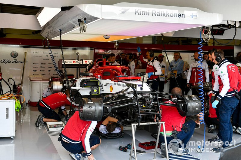 Mechanics work on the car of Kimi Raikkonen, Alfa Romeo Racing C38, in the garage