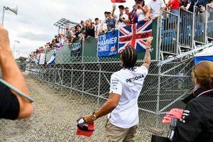 Lewis Hamilton, Mercedes AMG F1, si prepara a lanciare un cappellino ai tifosi