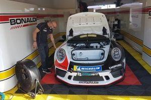 La Porsche di Patrick Kujala, Bonaldi Motorsport, nel garage