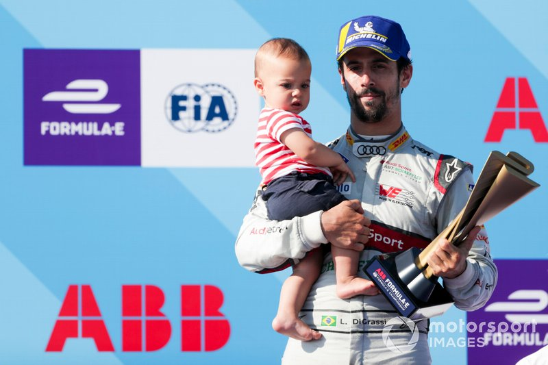 Lucas Di Grassi, Audi Sport ABT Schaeffler celebrates 3rd in the championship on the podium with son, Leonardo