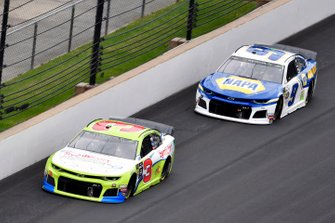 Austin Dillon, Richard Childress Racing, Chevrolet Camaro Symbicort and Chase Elliott, Hendrick Motorsports, Chevrolet Camaro NAPA AUTO PARTS