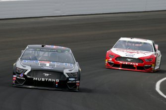 Kevin Harvick, Stewart-Haas Racing, Ford Mustang Mobil 1 and Ryan Blaney, Team Penske, Ford Mustang Wabash National