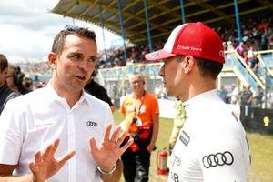 Бенуа Трелуйе и гонщик Audi Sport Team Phoenix Лоик Дюваль