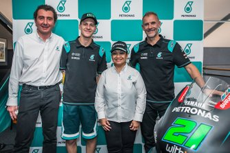Fabio Quartararo, Petronas Yamaha SRT con i membri del team