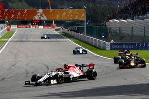 Antonio Giovinazzi, Alfa Romeo Racing C38, leads Alex Albon, Red Bull RB15, and Nico Hulkenberg, Renault F1 Team R.S. 19