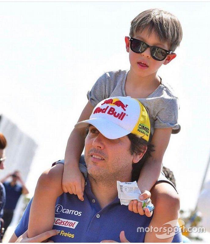 Cacá Bueno com o filho, Cadu, em uma das etapas da Stock car