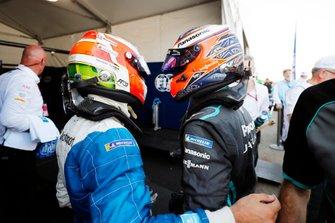 Antonio Felix da Costa, BMW I Andretti Motorsports, BMW iFE.18, festeggia con Mitch Evans, Panasonic Jaguar Racing, Jaguar I-Type 3