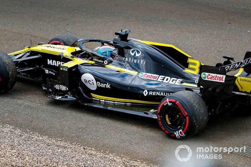 Daniel Ricciardo, Renault F1 Team R.S.19, comes to a halt during practice