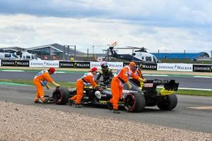 Marshals assist Daniel Ricciardo, Renault F1 Team R.S.19