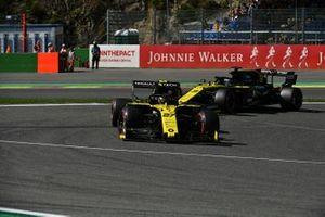 Nico Hulkenberg, Renault F1 Team R.S. 19, leads Daniel Ricciardo, Renault F1 Team R.S.19
