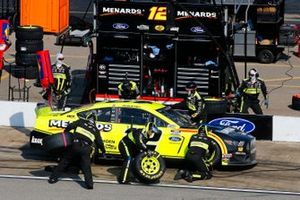 Ryan Blaney, Team Penske, Ford Mustang Menards / Knauf pit stop