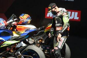 Jonathan Rea, Kawasaki Racing Team checks the competions back tyres