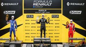El ganador David Vidales (JD Motorsport), el segundo clasificado William Alatalo (JD Motorsport), y el tercero Alex Quinn (Arden)