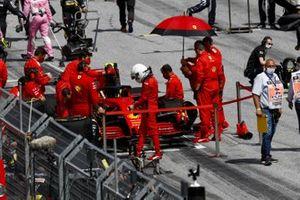 Sebastian Vettel, Ferrari SF1000, sulla griglia di partenza