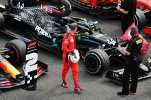 Sebastian Vettel, Ferrari, looks at the punctured tyre of Lewis Hamilton, Mercedes F1 W11, in Parc Ferme