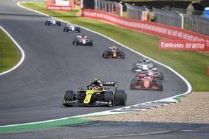Esteban Ocon, Renault F1 Team R.S.20, Sebastian Vettel, Ferrari SF1000, et Antonio Giovinazzi, Alfa Romeo Racing C39
