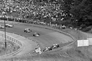 Жаки Икс, Ferrari 312B впереди своего партнера по команде Клея Регаццони и Йохена Риндта, Lotus 72C Ford