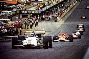Jackie Oliver, BRM P153, Emerson Fittipaldi, Lotus 49C Ford